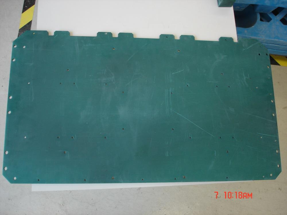 根据使用的用途不同,行业一般称为:FR-4 Epoxy Glass Cloth,绝缘板,环氧板,环氧树脂板,溴化环氧树脂板,FR-4,玻璃纤维板,玻纤板,FR-4补强板,FPC补强板,柔性线路板补强板,FR-4环氧树脂板,阻燃绝缘板,FR-4积层板,环氧板,FR-4光板,FR-4玻纤板,环氧玻璃布板,环氧玻璃布层压板,线路板钻孔垫板。主要技术特点及应用:电绝缘性能稳定,平整度好,表面光滑,无凹坑,厚度公差标准,适合应用于高性能电子绝缘要求的产品,如FPC补强板,PCB钻孔垫板,玻纤介子,电位器碳膜印刷玻璃